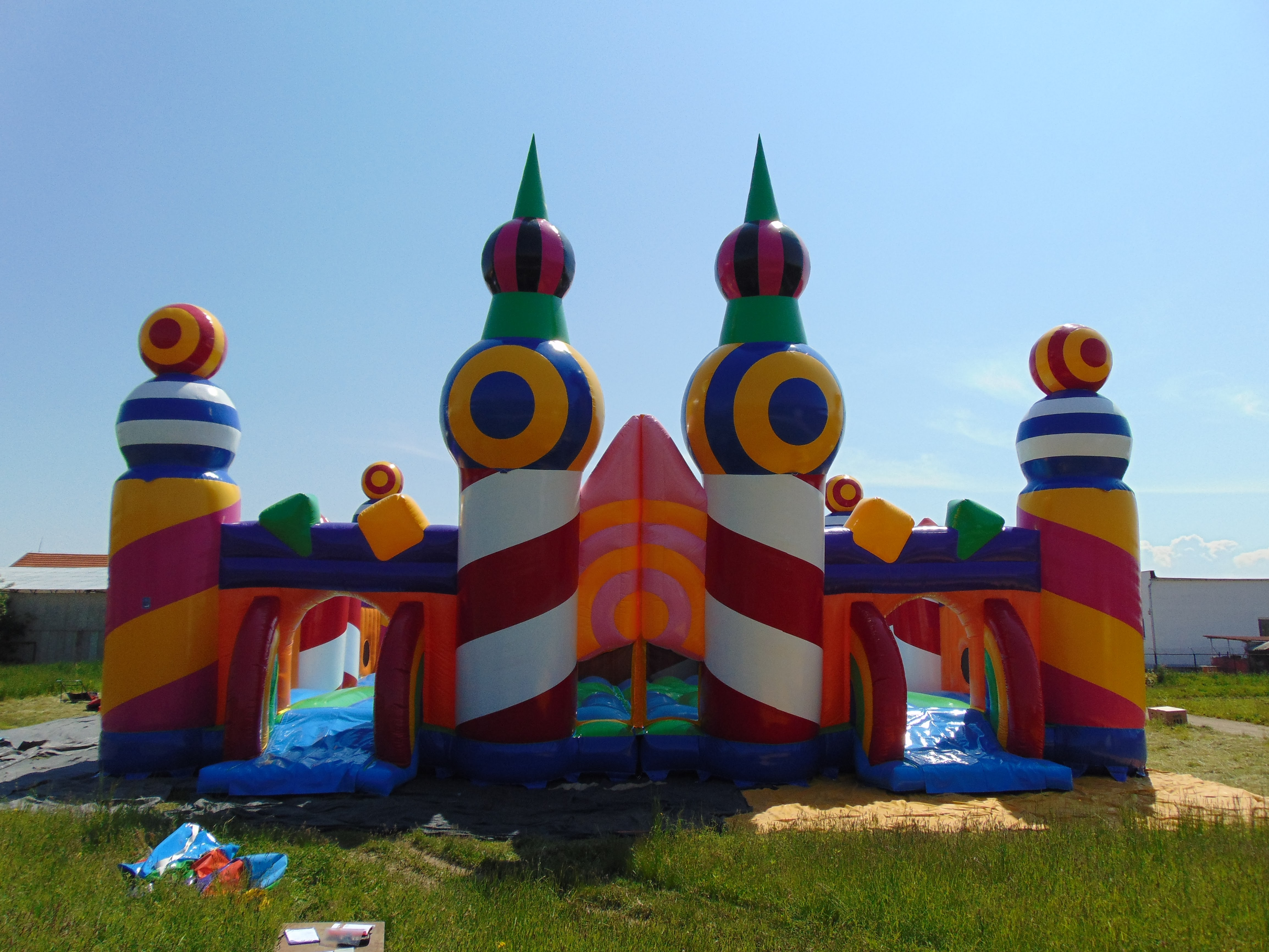 The Biggest Bouncy Castle In The World Something Creatives